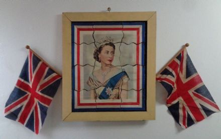 Antique Novelty Souvenir Queen Elizabeth II Silver Jubilee 1977 Jigsaw & Flags